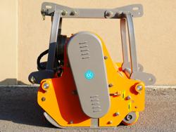 mittelschwerer mulcher mit hydraulische seitenverstellung für alle mittleren traktoren mit reifen oder gleisketten mod rino 160