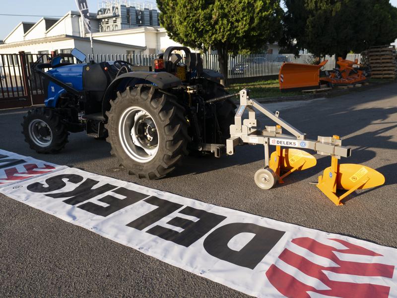 zweischarpflug-mit-rad-für-traktoren-wie-z-b-carraro-mod-ddp-30