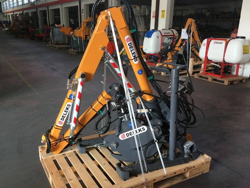 forstkran-mit-holzzange-passend-für-traktoren-mod-crab-3000