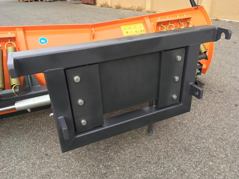 schneeschild-mit-euroaufnahme-für-frontlader-mittelschwere-ausführung-mod-ln-220-e