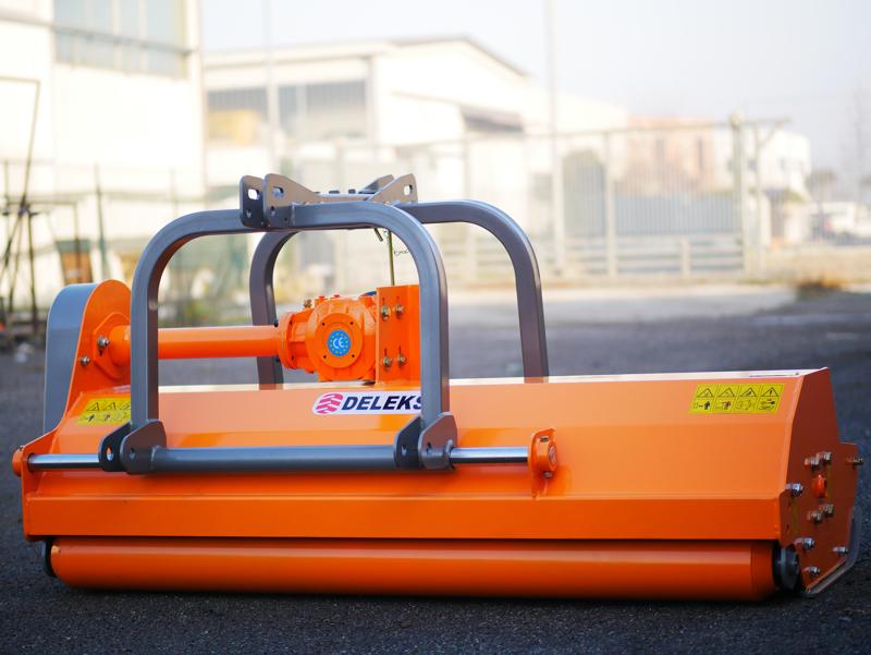 mittelschwerer-mulcher-mit-hydraulische-seitenverstellung-für-alle-mittleren-traktoren-mit-reifen-oder-gleisketten-mod-rino-200