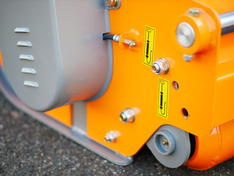mittelschwerer-mulcher-mit-front-u-heckanbau-und-hydraulische-seitenverstellung-für-alle-mittleren-traktoren-mit-reifen-oder-gleisketten-rino-180-rev